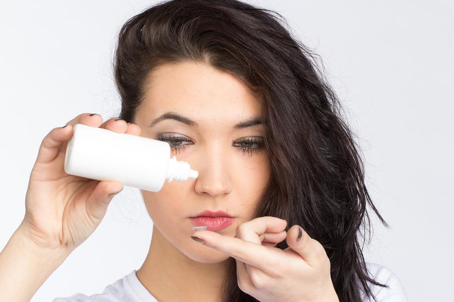 Kontaktlinsen: Pflegemittel im Test